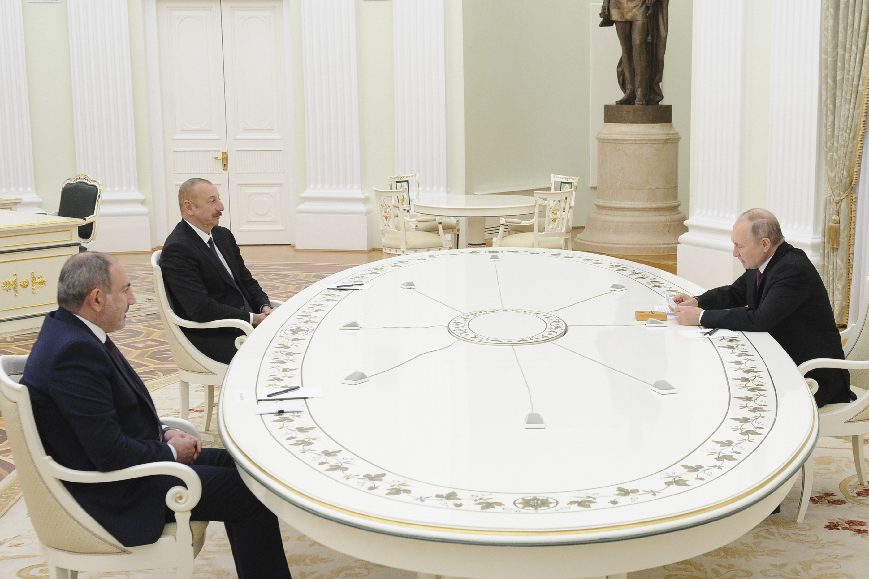 В гостях у Путина. О чём Алиев и Пашинян договорились в Москве