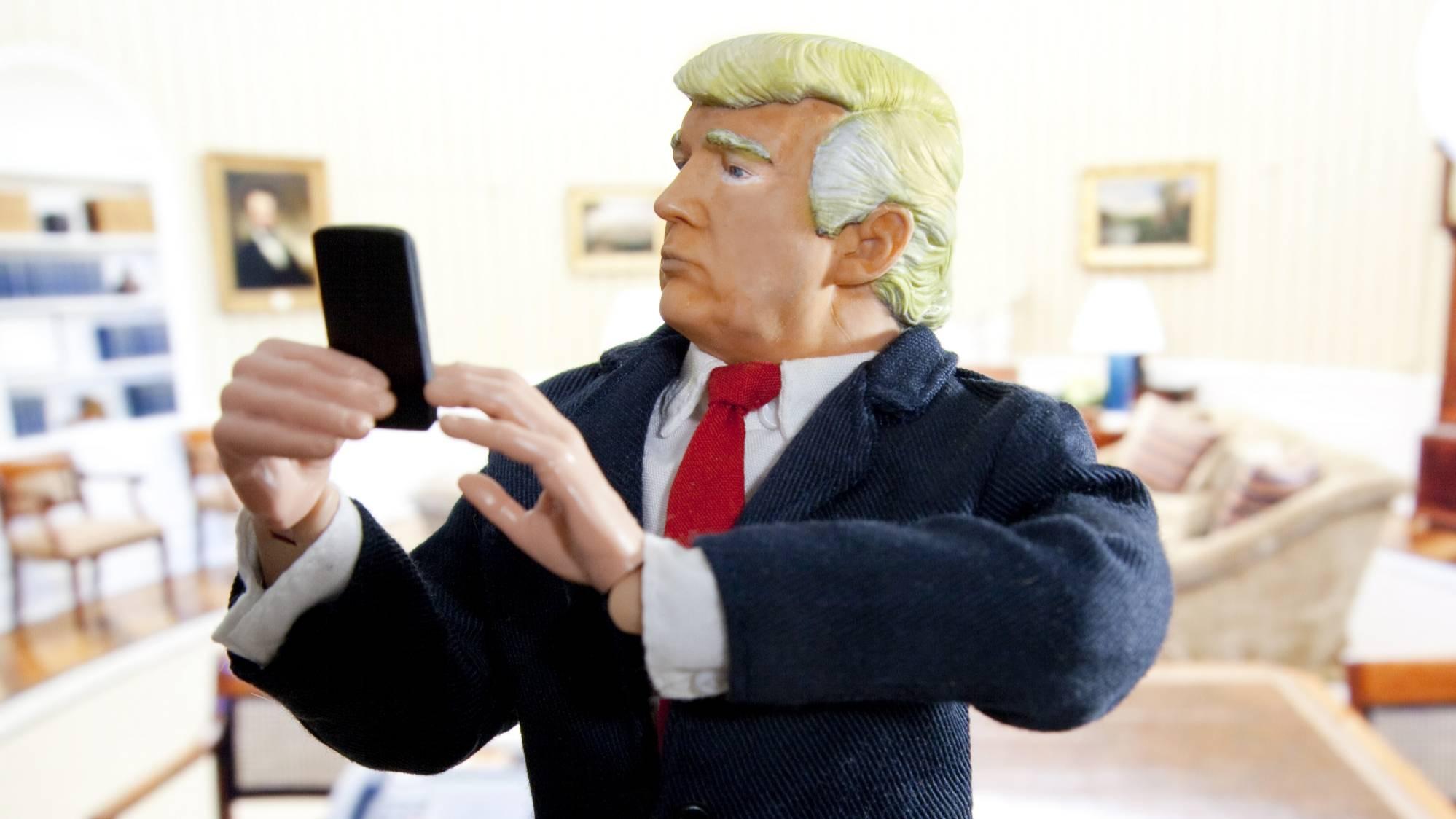 Король и шут Соединённых Штатов. В соцсетях глумятся и жалеют Дональда Трампа