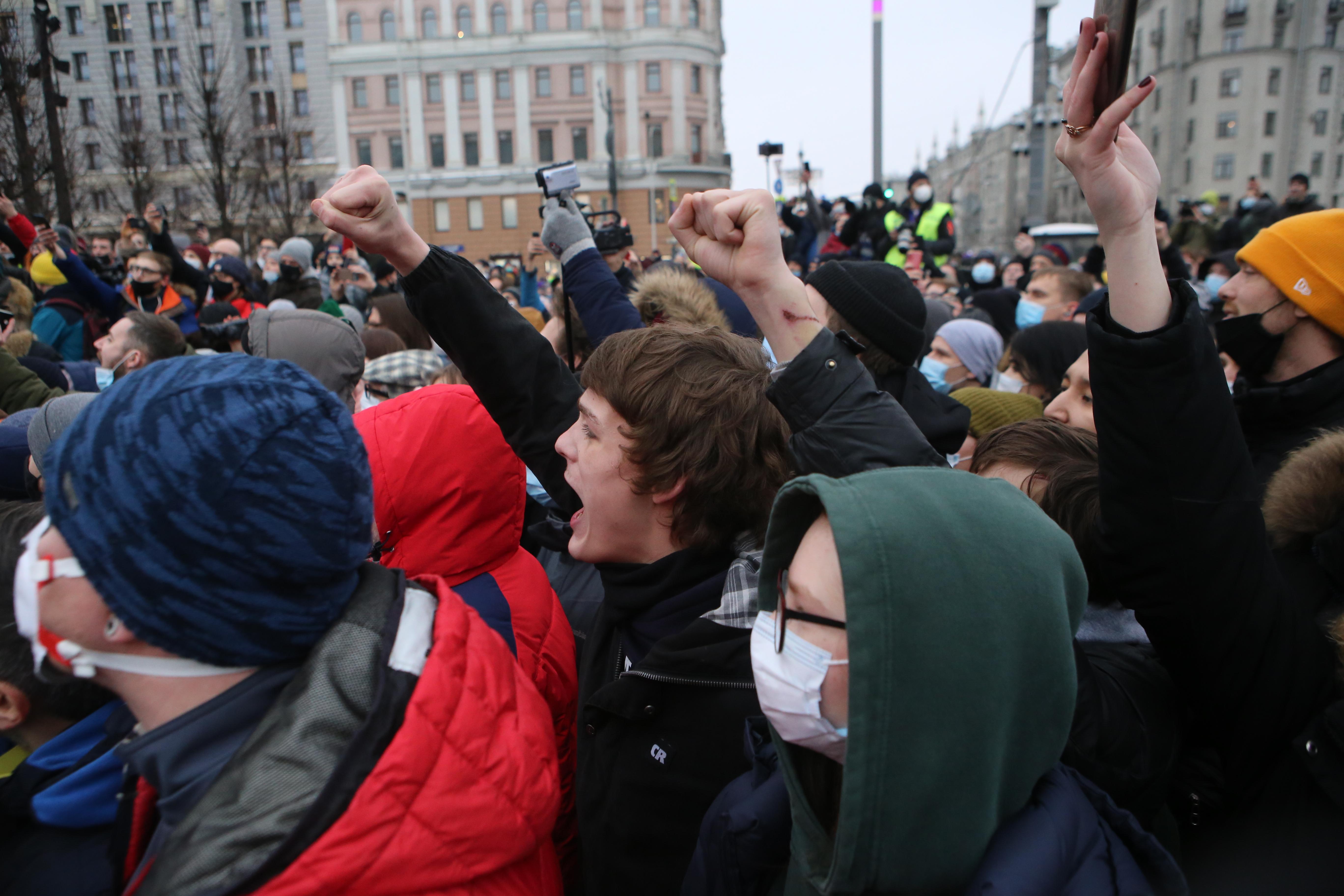 'Создавали хайп и пришли подраться'. Психотерапевт оценил участие молодёжи в незаконных митингах