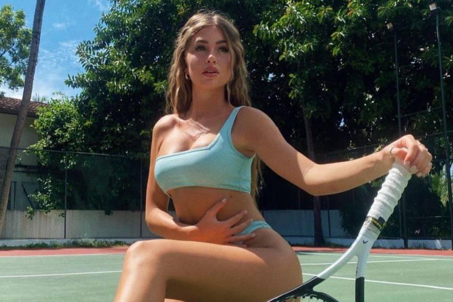Красотки из Instagram увлеклись теннисом ради красивых фото в мини, и лучше тренда уже не будет