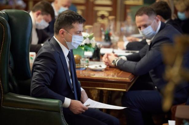 'Тарифный геноцид' обрушил рейтинг Зеленского. От Порошенко его теперь отделяют всего 3%