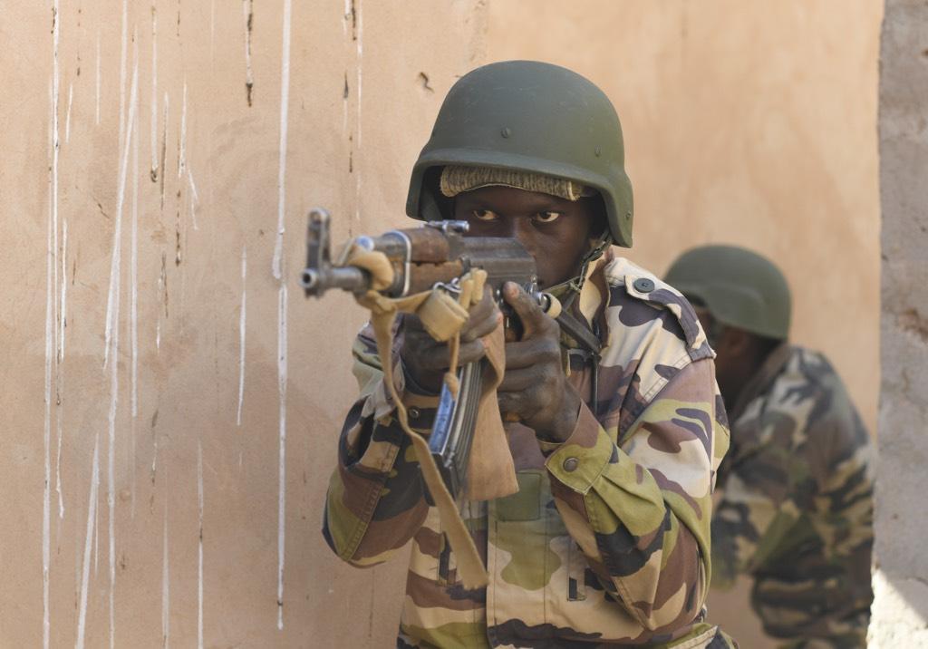 Около 100 человек убиты на западе Нигера в результате атаки террористов