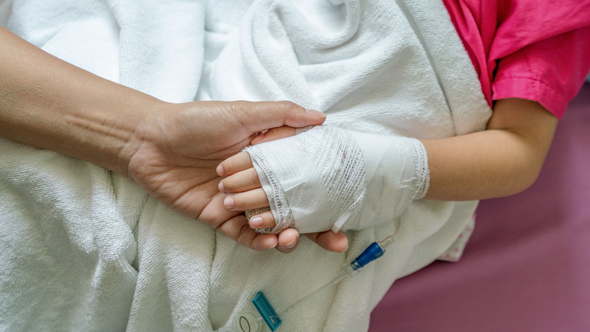 'Не знают, как лечить'. Сонная болезнь с Занзибара: что это такое и как спасать двухлетнюю девочку из Перми