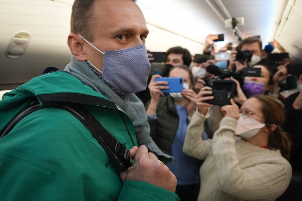 Путин рассказал об отказе Макрона сотрудничать по ситуации с Навальным