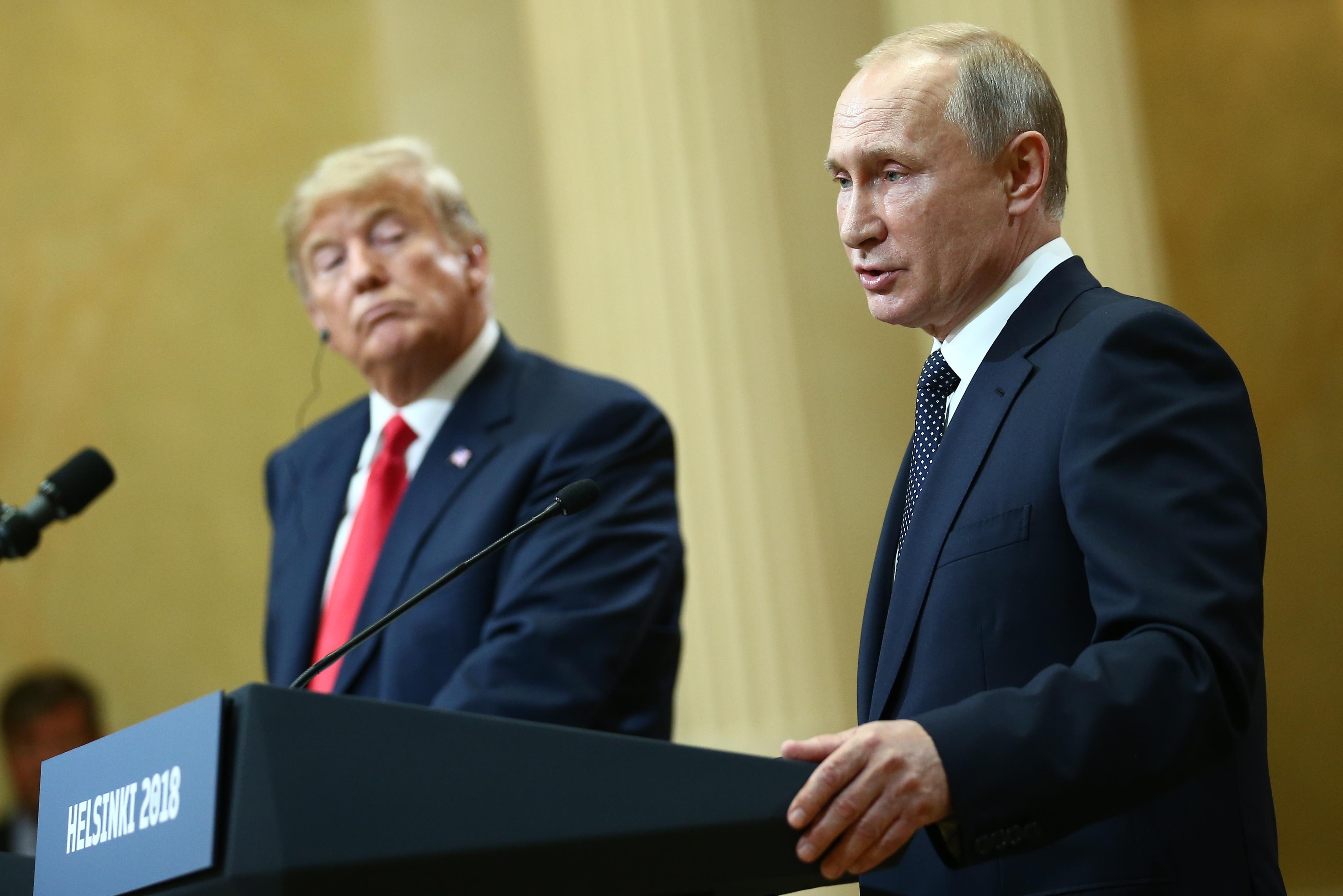 'Стал красным': в документальном фильме рассказали о реакции Трампа на пропущенный звонок от Путина