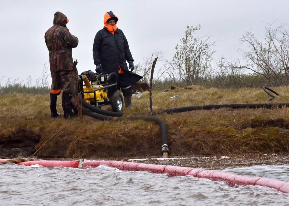Росприроднадзор потребовал взыскать с 'Норникеля' 12,5 миллиона рублей из-за слива сточных вод в тундру