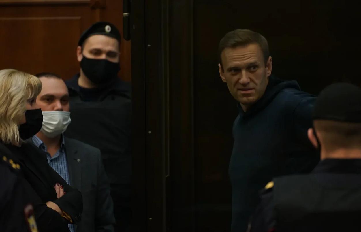 Навальному заменили условный срок на 3,5 года колонии