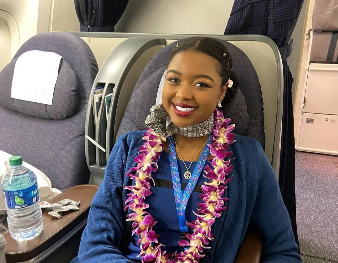 Стюардесса раскрыла чудовищную инструкцию в случае, если на борту скончался пассажир