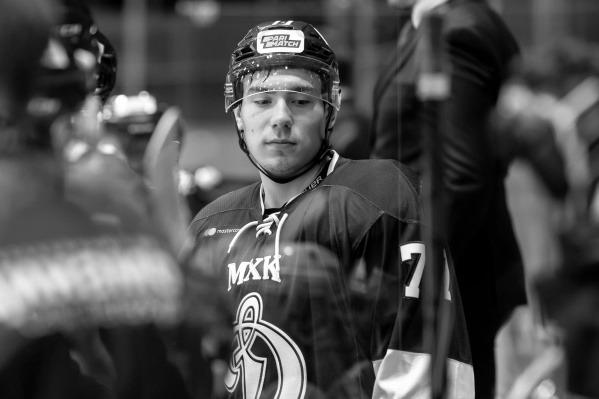 'Теперь он должен играть за моего сына': Мать погибшего хоккеиста 'Динамо' обратилась к бросившему роковую шайбу Тювилину