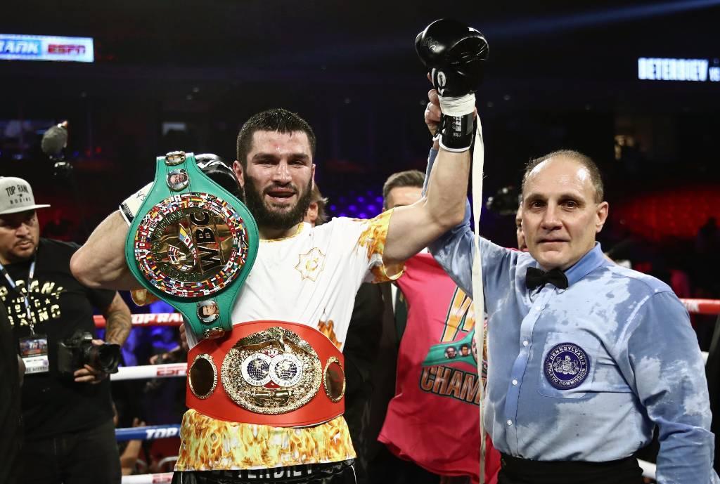 Впервые в России: защитит ли свои титулы непобеждённый боксёр Бетербиев?