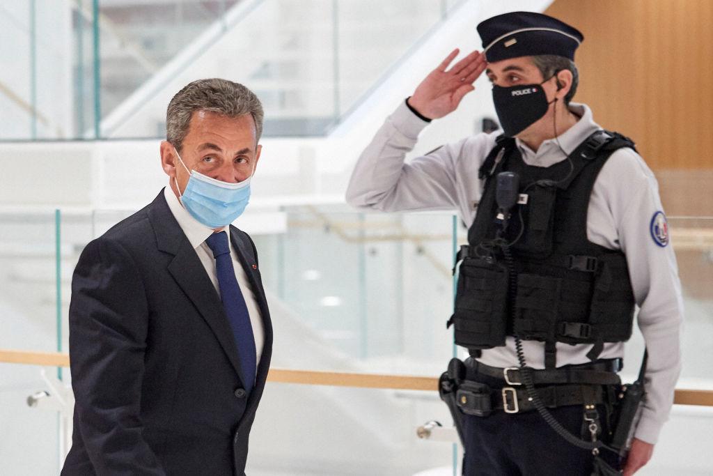 BFM TV: Осуждённому Саркози могут заменить тюрьму на 'домашнее заключение'