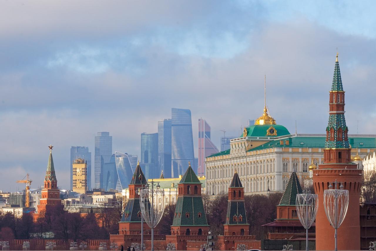 В Кремле опровергли сообщения о встрече Путина с бывшим премьер-министром Франции
