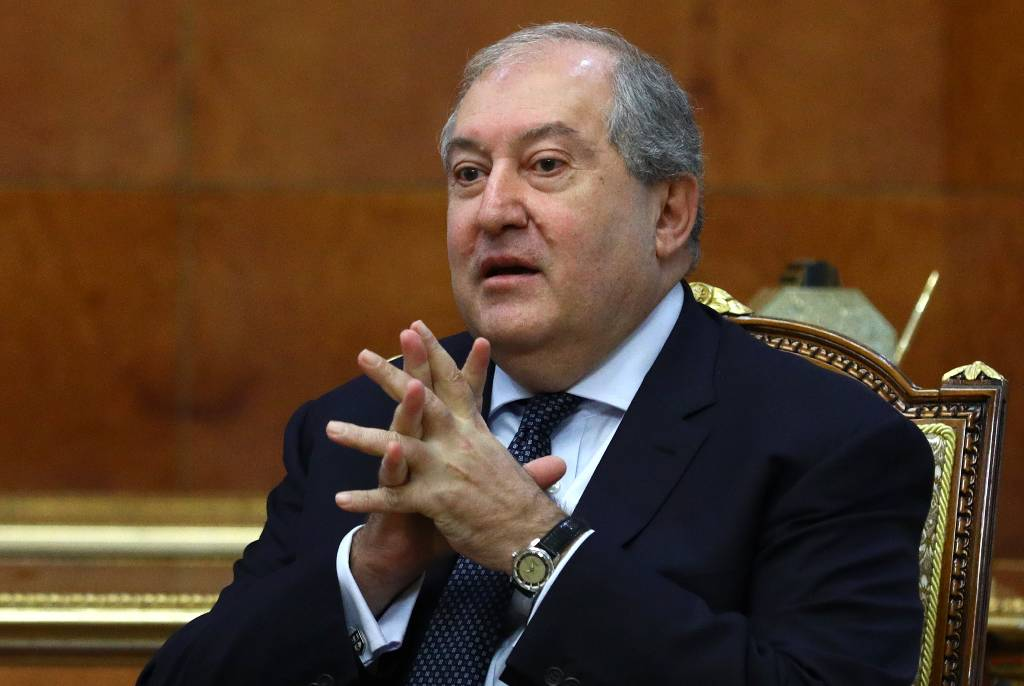 Президент Армении оспорил увольнение главы Генштаба Гаспаряна