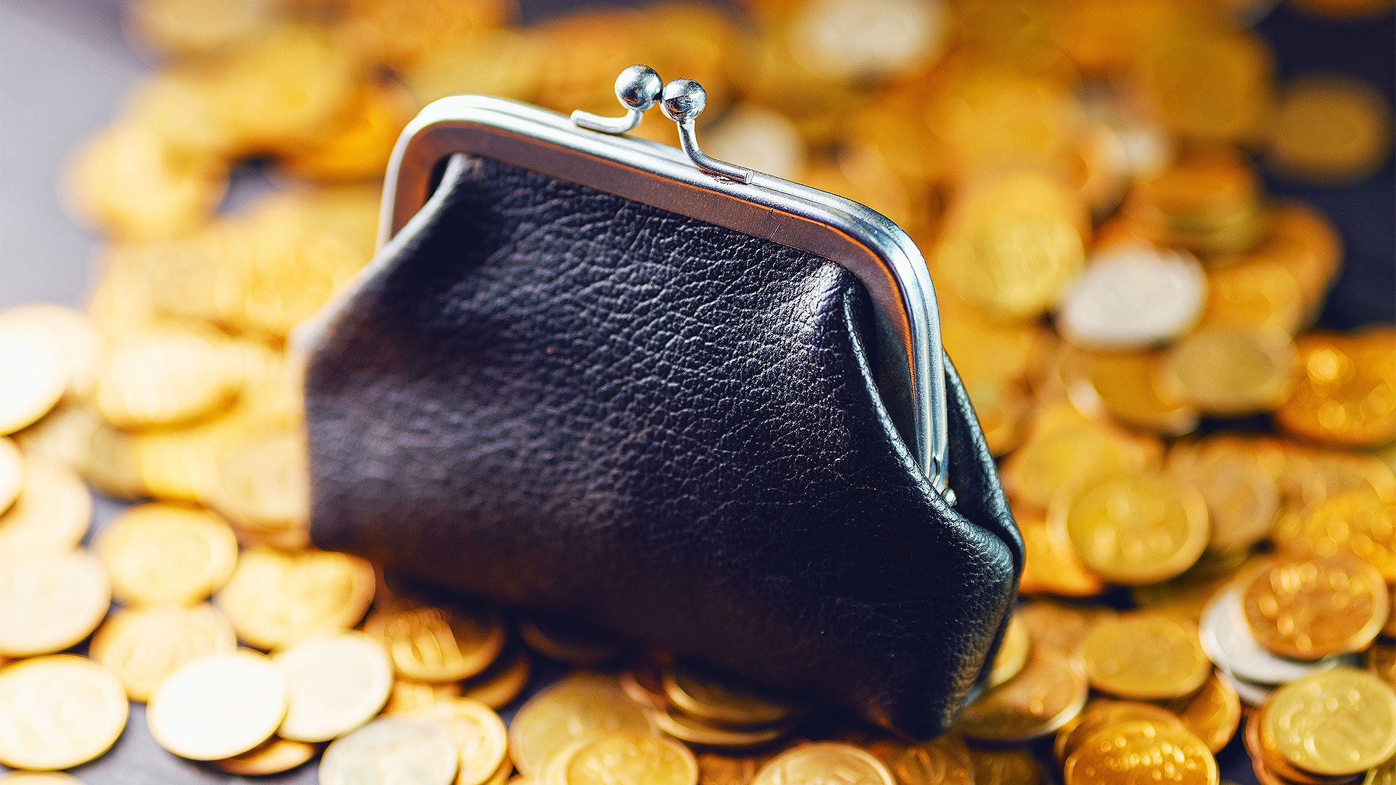 С 1 апреля повысят пенсии и доплаты: кто станет получать больше