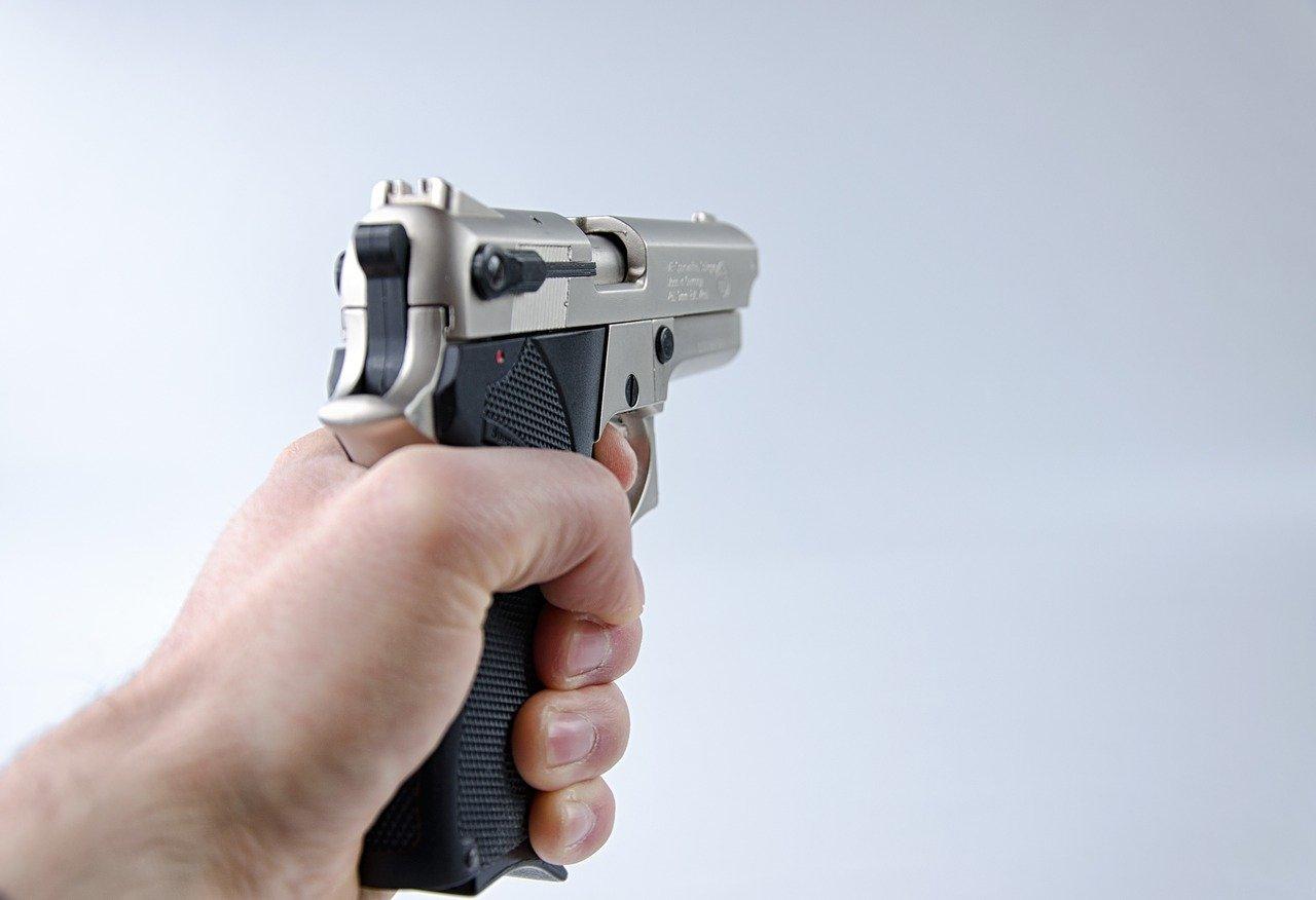 В Подмосковье полицейский застрелил буйного пациента, попытавшегося угнать машину скорой помощи