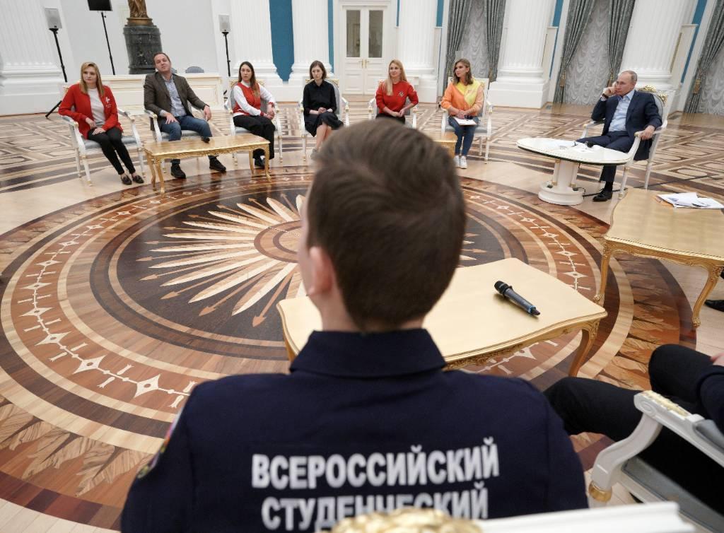 'Люди поймут, что приносить добро — реально круто': Участник встречи с Путиным рассказал, как президент популяризирует волонтёрство