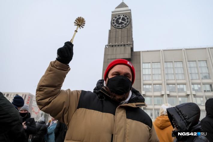 Золотые ершики и ледовое побоище. Как Россия протестовала на акции в поддержку Навального