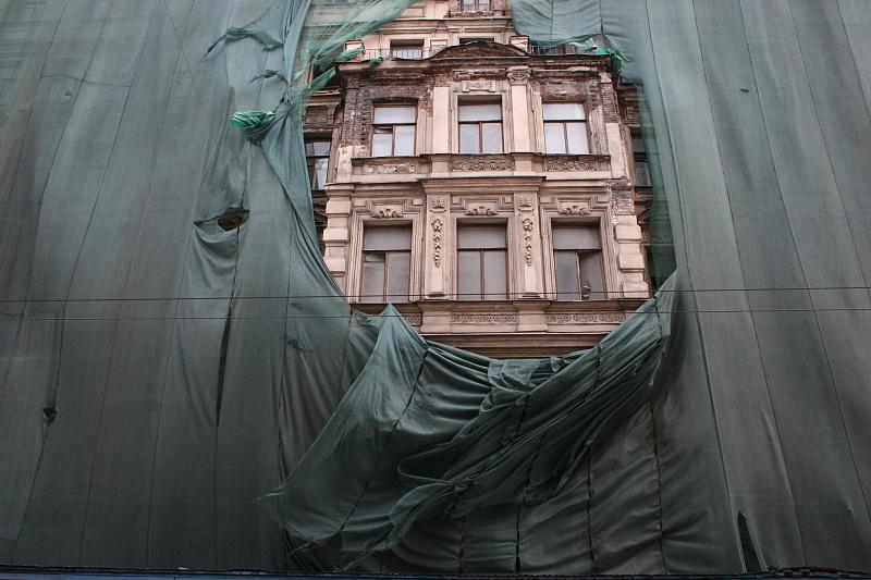 Кто виноват в разрушении фасадов жилых памятников и при чем здесь туристы