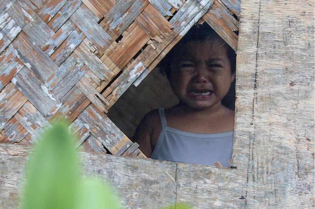 «Не твое дело»: мама била ребенка — соседи выложили фото в соцсети. Что ей грозит?