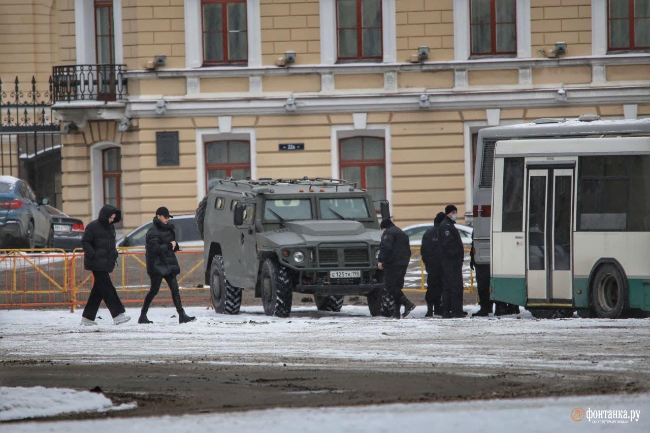 Новая нормальность. Центр Петербурга в заборах и погонах, власть говорит: «А что такого?»