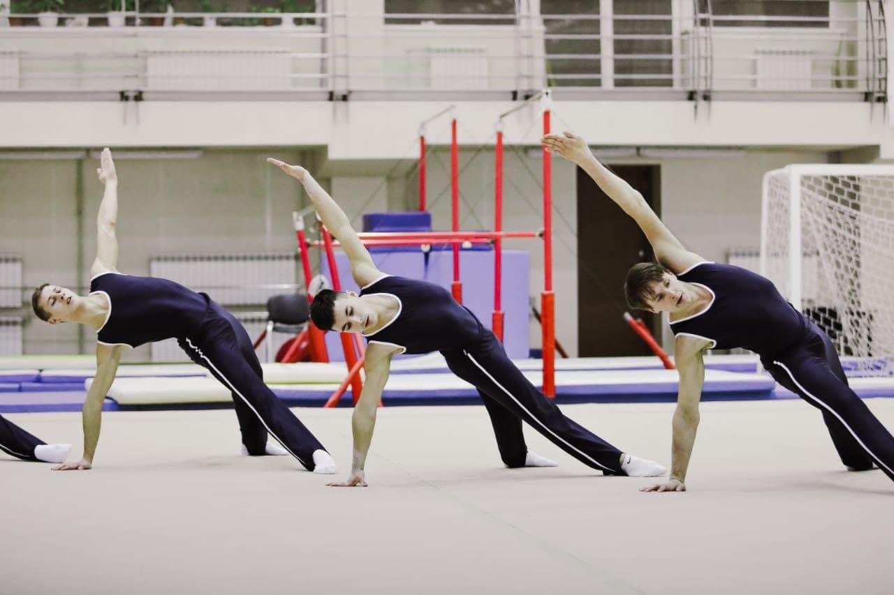 «Будут выглядеть, как нормальные мужики». Как в России и в Петербурге начали развивать мужскую художественную гимнастику