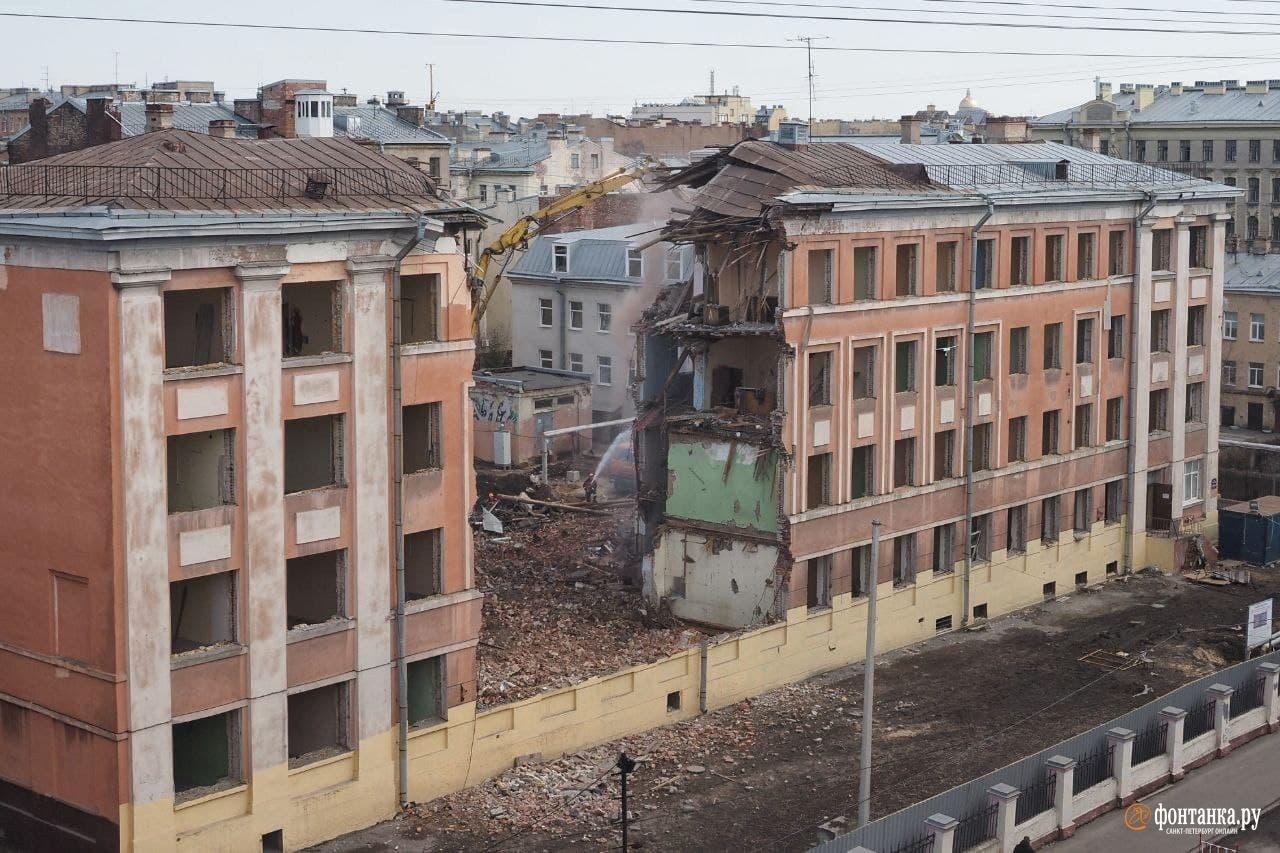 В Петербурге под общежитие Горного университета сносят школу — сестру Большого дома с Литейного