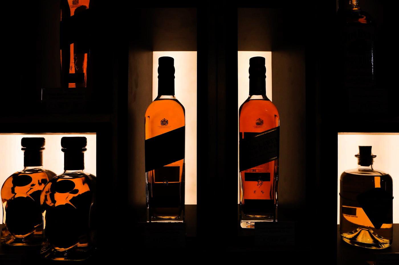 Алкоголь ушел на удалёнку. Пандемия в Петербурге поддержала алкомаркеты и винные бутики