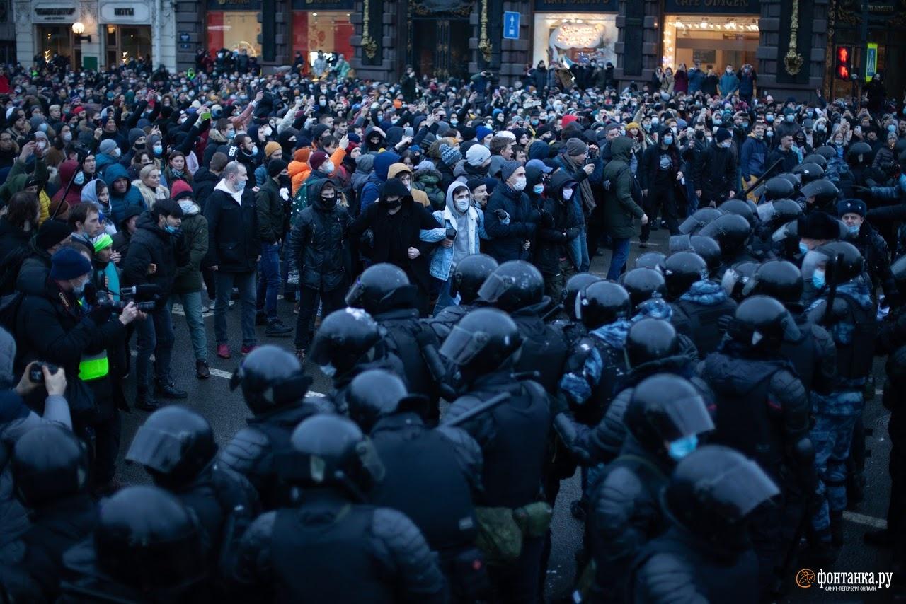 Петербургских школьников повели в СК. Делу о вовлечении подростков в протест нужен подозреваемый