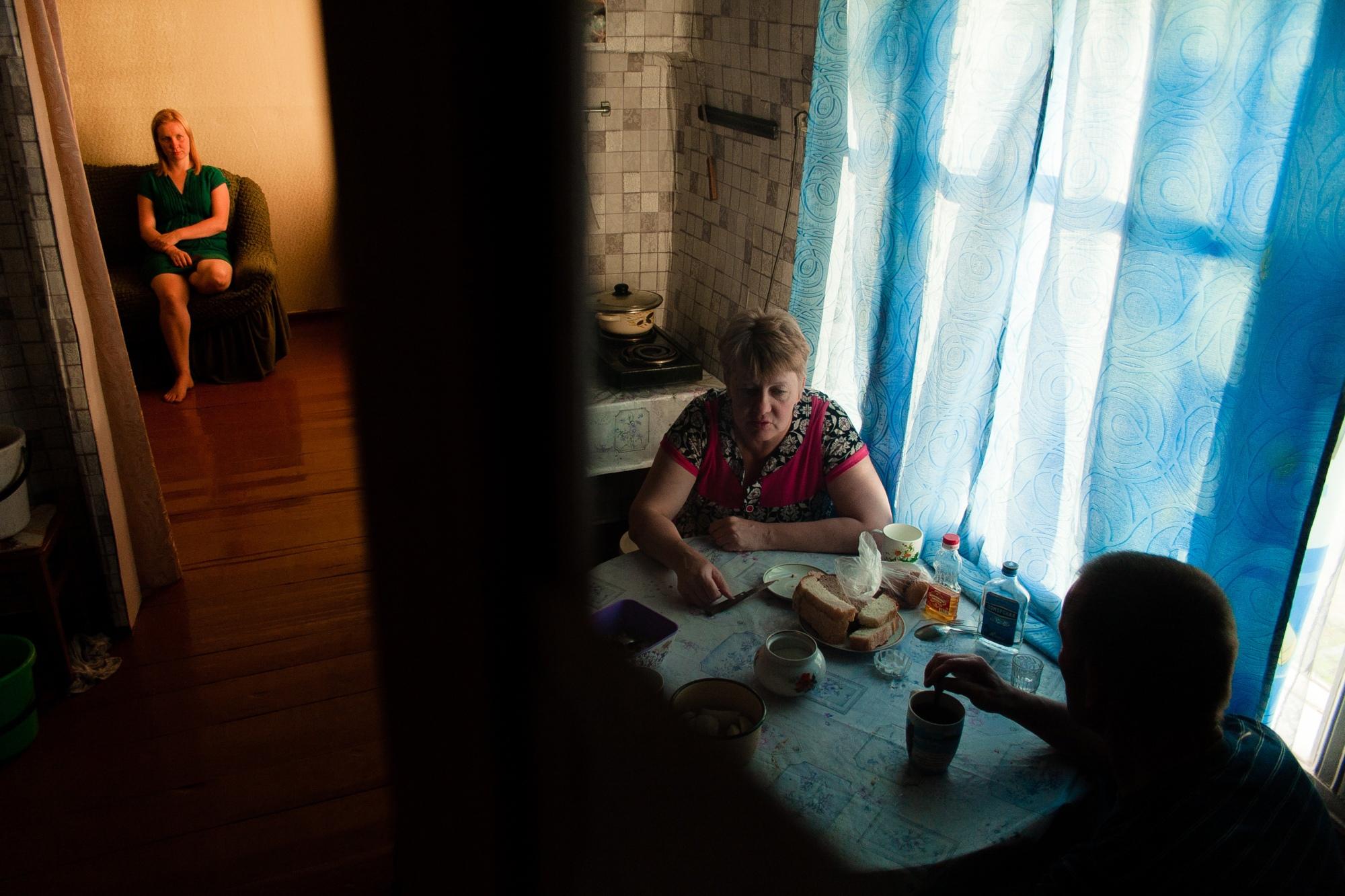 «Не идеализирую настоящее». Фотограф ведет летопись своей семьи, в которой вы узнаете себя и близких